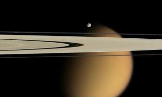 10 Самих дивних супутників сонячної системи