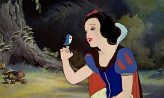 8-Літня дівчинка водить дружбу з птахами і отримує від них подарунки