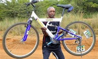 Африканець відбився від леопарда велосипедом