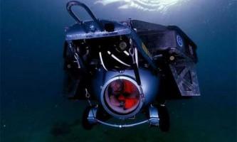 Американець зробив перше занурення в підводному човні зі сміття