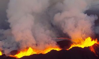 Безпілотник зняв виверження вулкана бардарбунга на згорілу відеокамеру