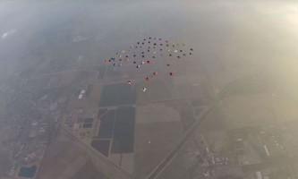 Більш як 60 осіб здійснили спільний політ в вінгсьюте