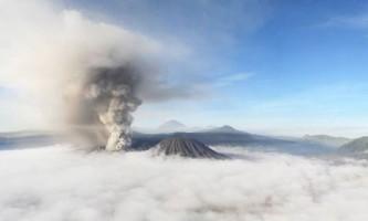 Діючий вулкан бромо в індонезії