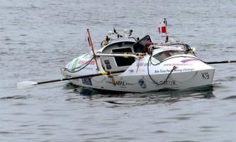 Федір конюхов, що перетинає океан на весловому човні, помилково прикормив акулу