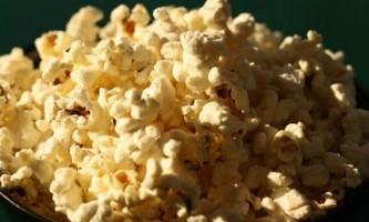 Фізики визначили, чому попкорн так шумить при розриві