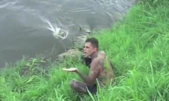 Фотографа ледь не загинув під час зйомок крокодилів