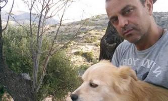 Грецький стоматолог присвятив себе порятунку собак