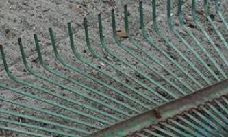 Виготовляємо якісні віялові граблі для збирання сміття та розпушування землі