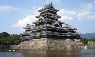 Японець побудував замок для свого собаки