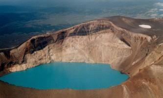 Вулкан малий семячік і кисле озеро