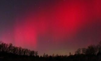 Червоне полярне сяйво