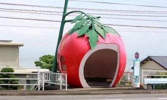 Креативні автобусні зупинки-фрукти в японії