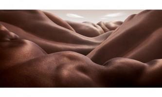 Креативний художник створює незвичайні пейзажі з людських тіл