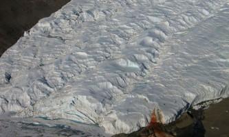 Кривавий водоспад в антарктиді