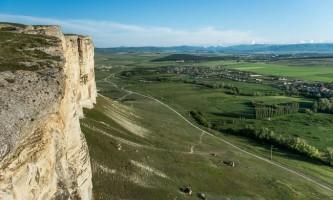 Крим: подорож до білої скелі