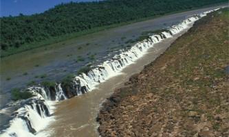 Мокона фоллс (yucum falls) - водоспад розташований паралельно річці
