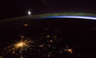 Nasa опублікувало знімок нічного москви, північного сяйва і світіння атмосфери землі