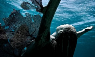 Нова підводний скульптура `фенікс` від джейсона тейлора