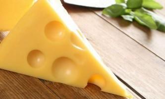 Звідки в швейцарському сирі беруться дірки