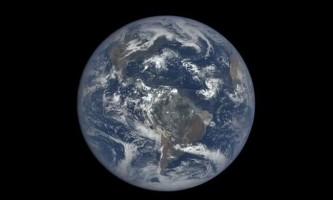 Планета земля, яку вилучили з відстані 1,5 мільйона кілометрів