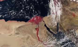 Чому ніл став кривавим на фотографії супутника?