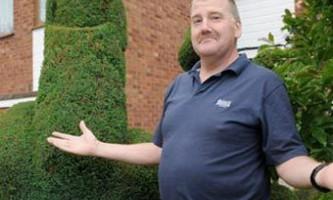 Поліція попросила садівника позбавитися образливого куща