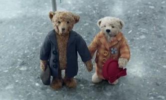 Літні ведмедики з різдвяного ролика підкорили світ
