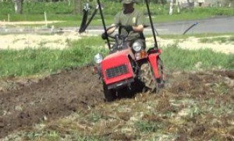 Переваги використання міні-трактора на присадибній ділянці, правила вибору