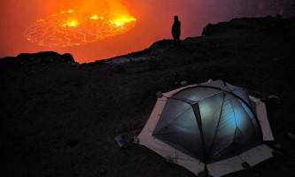 Розпечене `озеро` вулкана ньірагонго