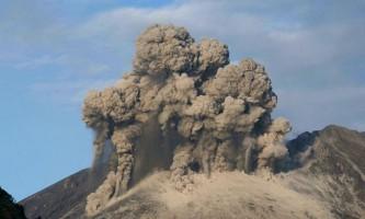 Рідкісні вулканічні блискавки вдалося зняти на відео в японії