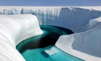 Річка в льодовику: неземні краси гренландії