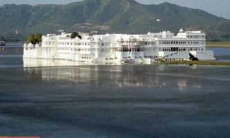 """Найромантичніший готель світу (taj lake palace) """"втратив"""" озеро"""