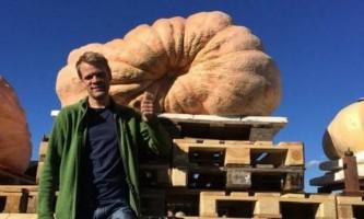 Швейцарський фермер виростив гарбуз вагою 856 кілограмів