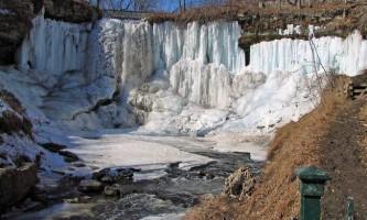 Скутий льодом водоспад міннехаха