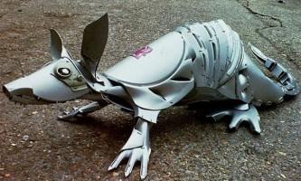 Скульптури тварин з автомобільних ковпаків