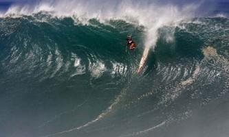 Вражаючі хвилі для кращих серфінгістів світу