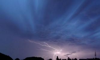 Сонячні вітри викликають блискавки на землі