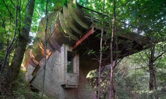 Сучасний диво-будинок на дереві