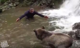 Турецький мандрівник викупався з диким ведмедем на алтаї