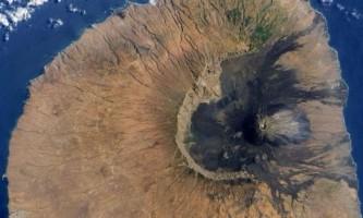 Вчені пояснили походження величезних кам`яних валунів на острові сантьяго