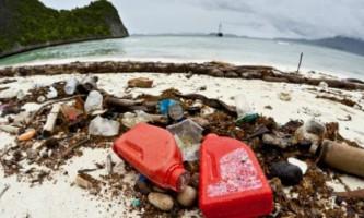 Вчені виміряли кількість пластику в океанах