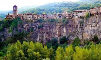 Дивовижні міста на скелях
