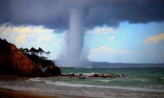 Водяний смерч біля берегів австралії