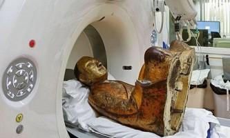 У стародавній статуї будди виявлена мумія