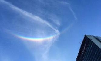 У небі над великобританією помітили зенітну веселку