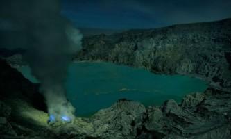 Вулкан kawah ijen вивергається яскраво-блакитним полум`ям: приголомшливі фото