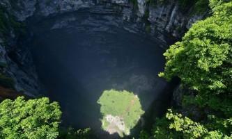 «Загублений світ» на дні глибокої печери